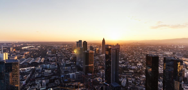 frankfurt skyline sonne